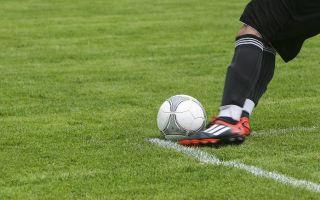 Какая экипировка и аксессуары пригодятся для игры в футбол?